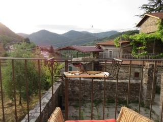 Delightful one bedroom village house with terrace, Casola in Lunigiana