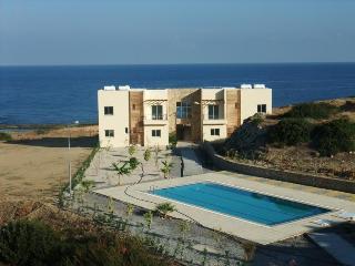 Sea & Sun Holiday Top Floor apt., Kyrenia