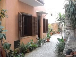 Il cortiletto, Castelbuono