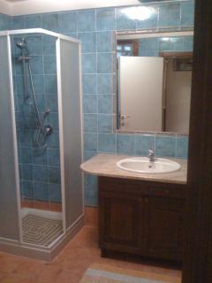 Bathroom #2 (en-suite)