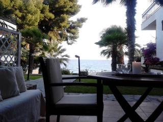 Apartment Sea dream 3 with private sandy beach., Mola Kalyva