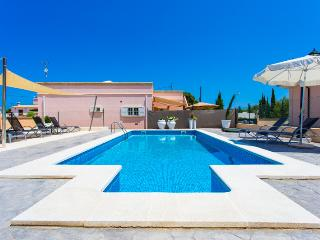 Villa in peaceful area of Cala Rajada for 6 people