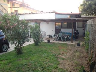 Villino indipendente con ampio giardino, Focene