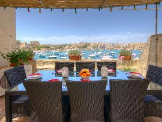 Pisces Sea Front house with free Wifi, Marsaxlokk
