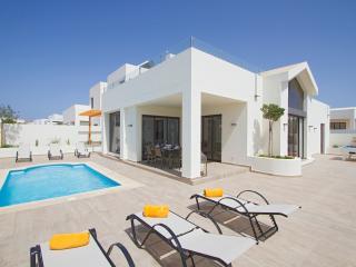 Casa Becca Luxurious Villa in Playa Blanca / 4 bed