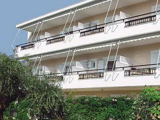 Bonos Apartments, Stoupa