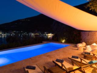 Villa Sivota, Exclusive Villa on the Beach with 99' Underground Cinema