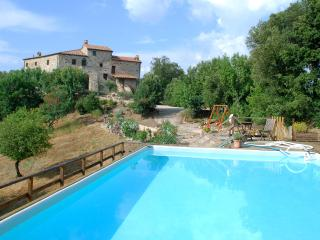 Villa Rogheta, Tuscan castle boasts 6 bedrooms, private pool and Jacuzzi