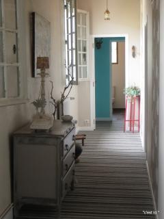 le couloir desservant votre chambre.