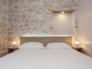 Tifani luxury rooms for 2 & breakfast, Split
