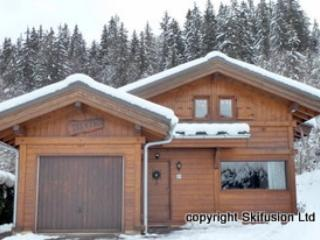Chalet Alpin, cosy 2 bedroom ski chalet, sleeps 6, Les Carroz-d'Araches