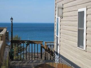 East End Retreat - Steps to the beach! - Northfork - Monthly Rentals Available!