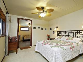 Queen Suite, 1 BR+, Quiet, Walk to Beach, Kailua