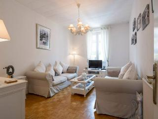 Wonderful 2 bedroom apartment with balcony in Nice Musicians' Quarter, Niza