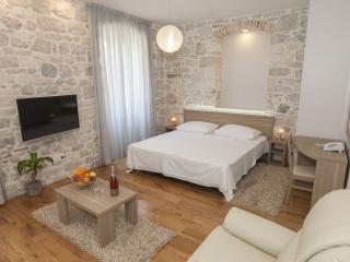Tifani Luxury Rooms for 4 with breakfast, Split