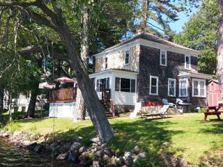 The Perfect Lakehouse Rental, Monmouth, ME
