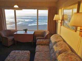 Ahoy Named Sue - Oceanfront w/ Amazing View for 6, Lincoln City