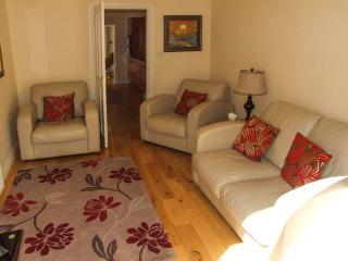 TRAVELLER'S COTTAGE, former wool merchant's cottage, sun room, garden, in Kinver, Ref 27750