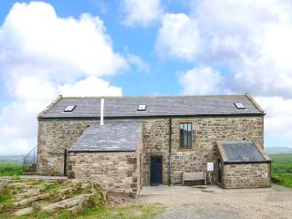 WEST NICHOLD COTTAGE, detached, 4 bedrooms, 3 en-suite, enclosed garden, nr Gils