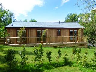 CARTMEL LODGE, detached log cabin, all ground floor, en-suite, woodburner, parki