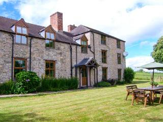 TYWYSOG, semi-detached farmhouse, woodburner, games room, parking, garden, in Denbigh, Ref 925927