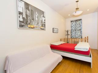 Duplex Hells Kitchen 1BR,1.5BA on 49st, Nueva York