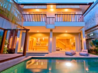 Easy 3 BR  Villa,charming villa on Seminyak beach