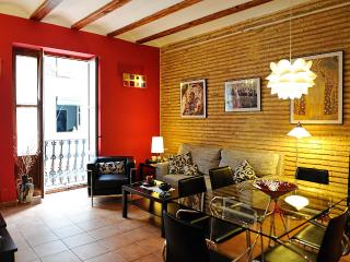 LOVELY NEST IN VALENCIA-WIFI-HUGE GARDEN NEARBY