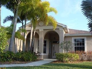 Beautiful lake front home with private pool, North Fort Myers