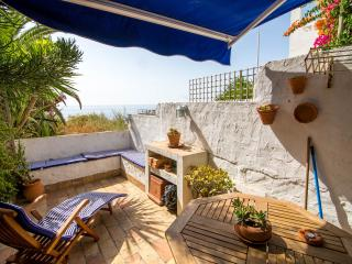 CASA CANTORA.Romantic traditional apartment with direct stunning sea views.