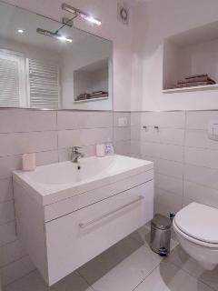 Ensuite bathroom room 3