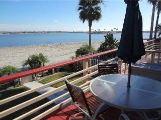 One bedroom bay front unit great for relaxation and adventure