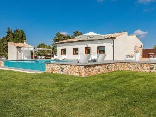 156 Modern and stylishly furnished villa with pool, Llubi