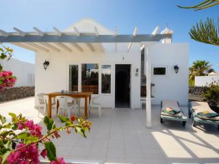 Casa Amarilla - top rated villa with 11mb WiFi, Puerto Del Carmen