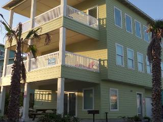 Ocean Lookout: AMAZING VIEWS, Steps to the Beach & Pool, Game Room, Boardwalk, Port Aransas