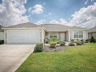 Fantastic location and beautifully decorated. Complimentary use of golf cart, The Villages