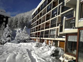 Studio for 4 right on ski slopes with great views!