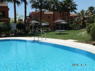 Spacious apartment with large terrace, a/c, Wi-Fi, Estepona