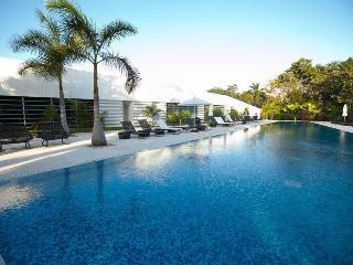 Exclusive 2 BR Golf & Beach Condo, Playa del Carmen