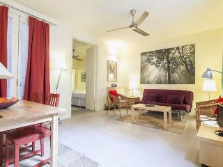 Ramblas Clock apartment in Barrio Gotico {#has_lu…