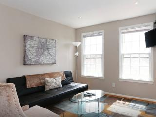 Lovely 1-BR apartment overlooking scenic park., Washington DC