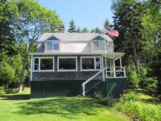 THANKFULNEST | EAST BOOTHBAY, MAINE | OCEAN POINT | GRIMES COVE | BEACH & BOAT LAUNCH | DOG FRIENDLY, Boothbay