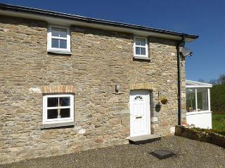 NO 2, semi-detached, WiFi, private enclosed courtyard, near Llanllwni Mountain and Llanllwni, Ref 924418