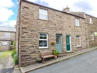 JASMINE COTTAGE, stone-built, woodburner, pet-friendly, ideal for a couple, near Hawes, Ref 925348