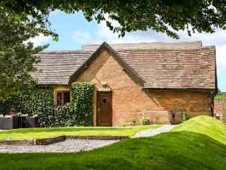 THE STABLES, family friendly, luxury holiday cottage, with a garden in