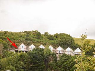 SAMPHIRE RIDGE, ground floor apartment, open plan living, WiFi, enclosed veranda, in Pendine, Ref 926975