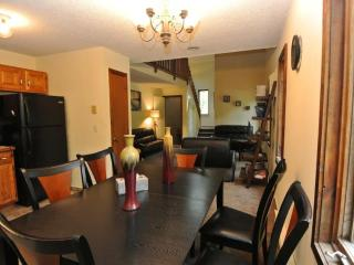 Newly Remodeled Lovely Family Home with Hot Tub, East Stroudsburg