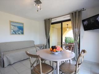 """Bel Appartement """"olivier"""" très spacieux avec grand jardin privatif à 5min des, Calvi"""
