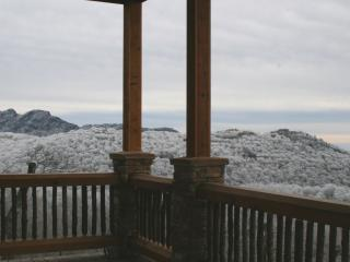 15% off June-The Scarboro- 7 BR-Sugar Mtn w/VIEWS, HT, GameRm, Deck w/FirePlace
