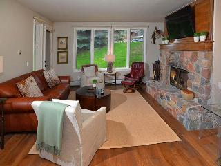 Enjoy easy access to the slopes from this beautiful Ski-In Ski-Out vacation cond